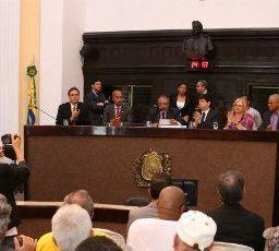 """Em visita ao Recife, senador Paulo Paim """"flerta"""" com o PCdoB"""