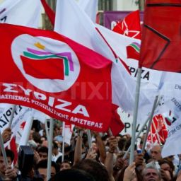 Direita manobra para destruir a esquerda grega