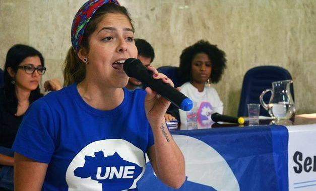 Presidenta da UNE convoca estudantes para marchar em defesa da democracia