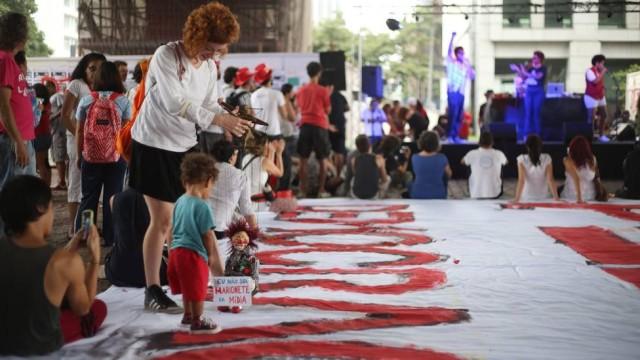 Artistas se mobilizam contra o golpe