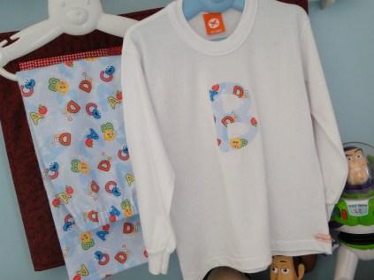 Pijama de flanela com camiseta branca