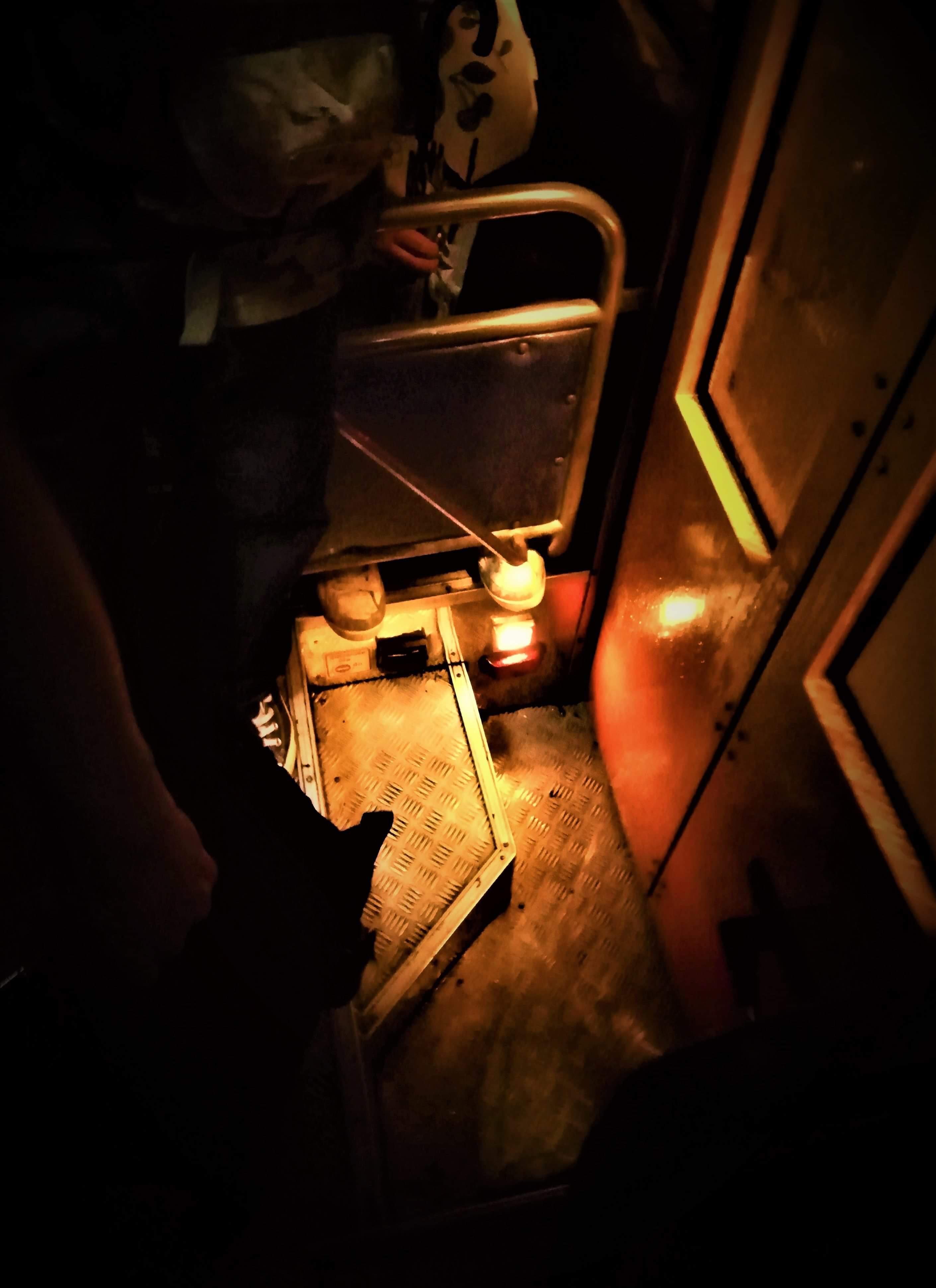 LIGHT IN THE DARK FROM BUS'S DOORSTEP 🚌🚎🚍💡( แสงในความมืดจากธรณีประตูรถเมล์ 🚌🚎🚍💡)