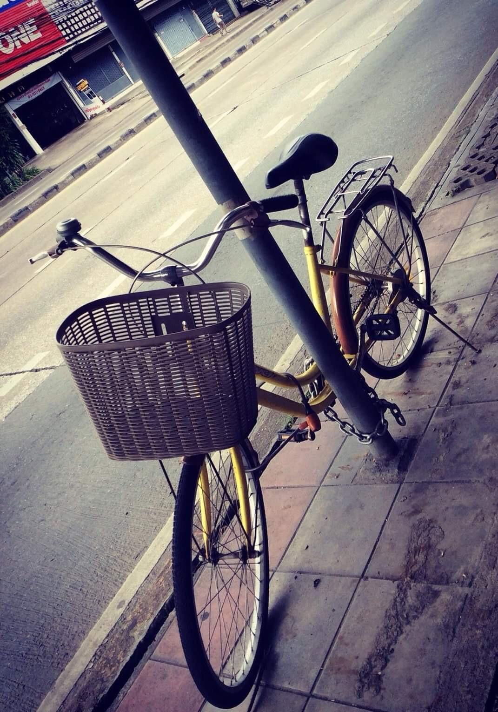 BICYCLE LOCKED UP AT THE POLE 🚲🛴🗝🔑 ( จักรยานที่ถูกล่ามกับเสา 🚲🛴🗝🔑 )