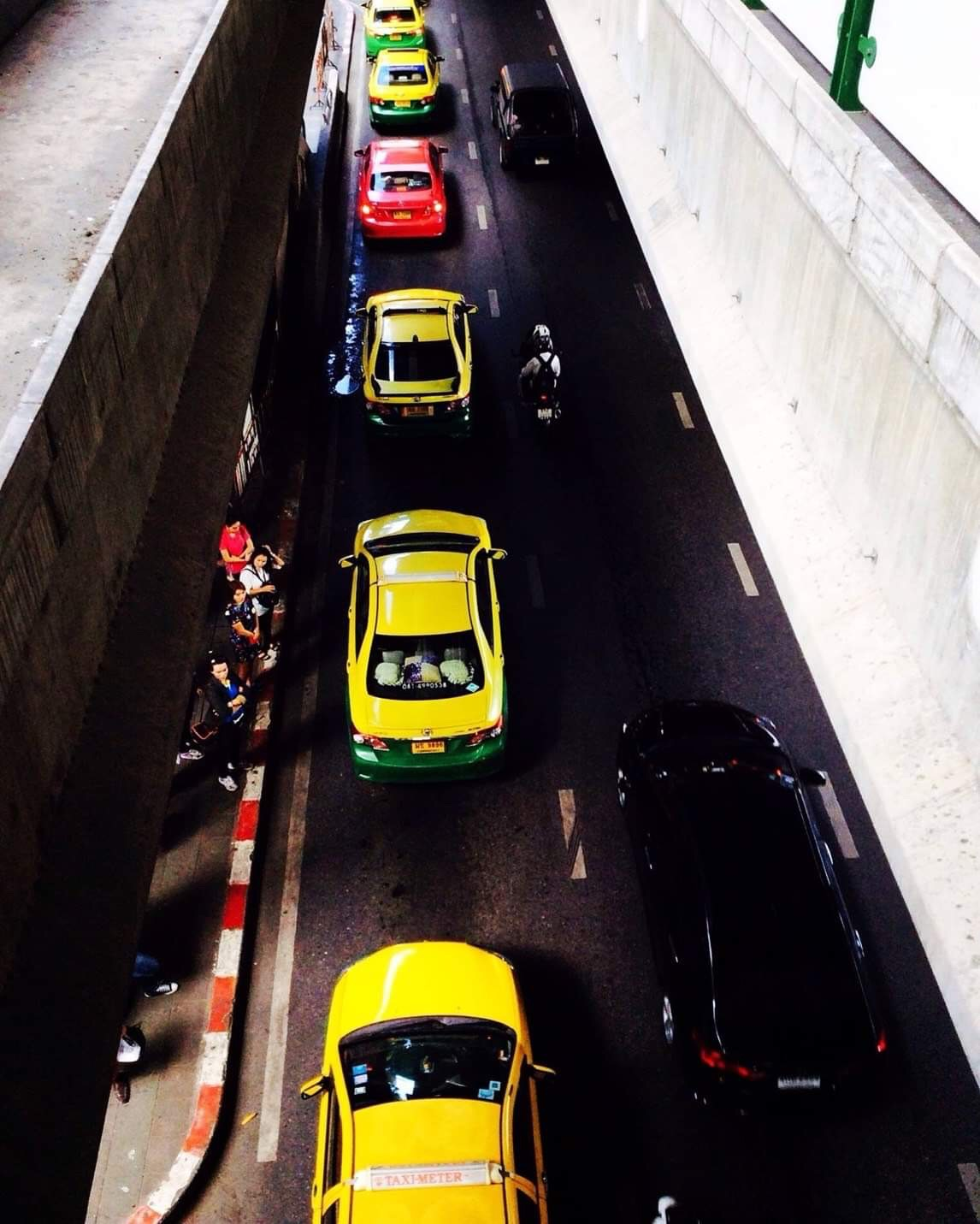 TAXI CARS LINE UP , VIEW FROM ABOVE 🚕🚖 ( แท็คซี่เรียงแถว , เมื่อมองจากข้างบน 🚕🚖 )