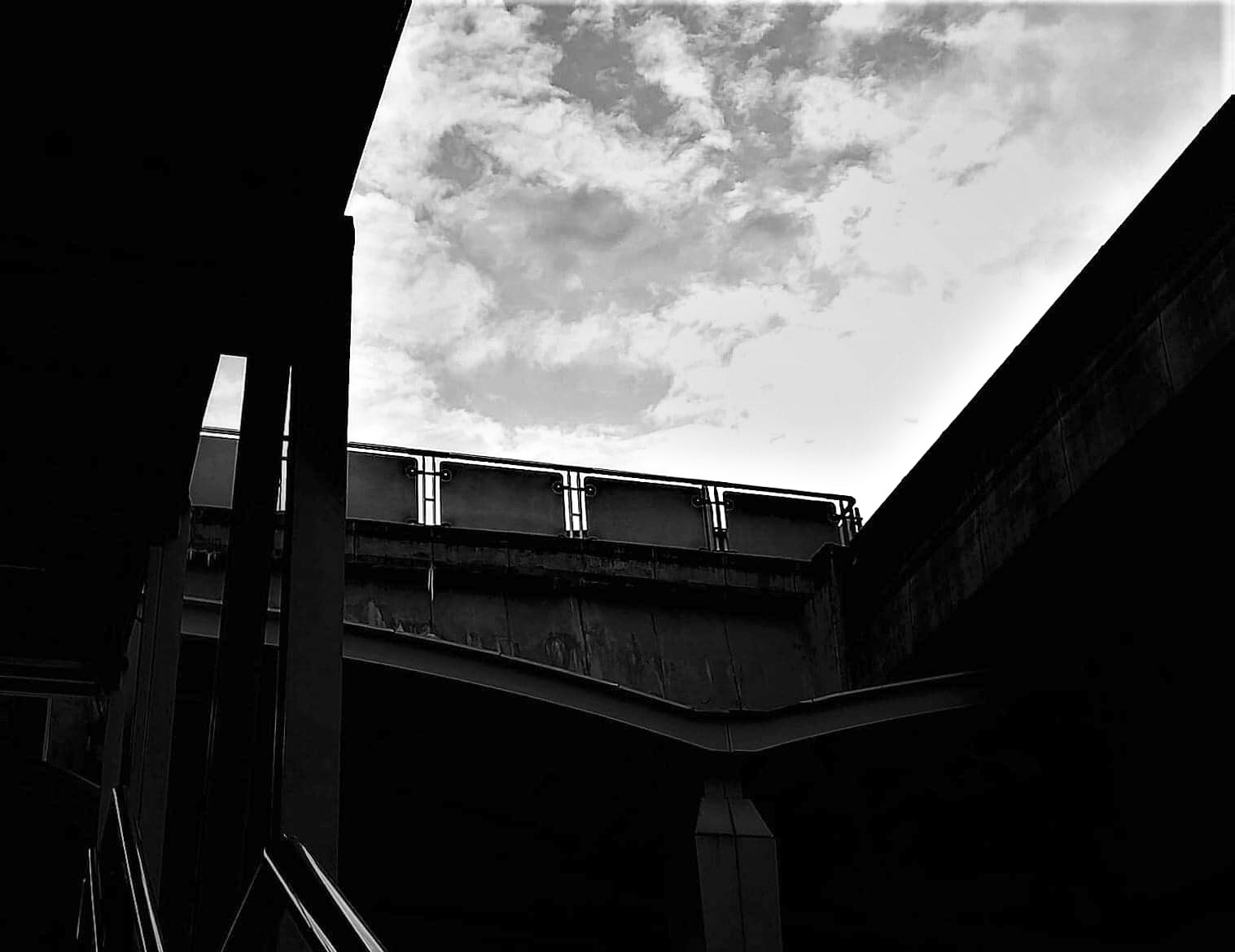 LIGHT AND SHADOW OF SKYTRAIN STATION 🚝🚇🚊💡☀️ ( แสงเงาสถานีรถไฟฟ้า 🚝🚇🚊💡☀️ )