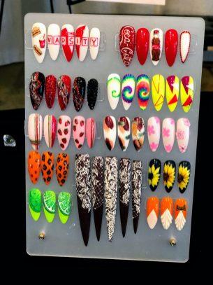 Because I am an Atlanta girl I am feeling the Varsity nail design!