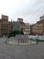 The Mermaid of Warsaw in the Old Market Square. La Sirène de la place du vieux marché à Varsovie