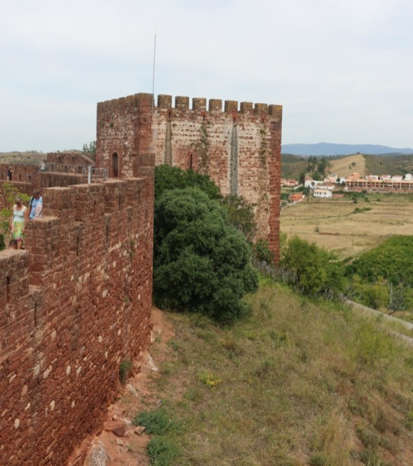Exploring Castelo de Silves 8