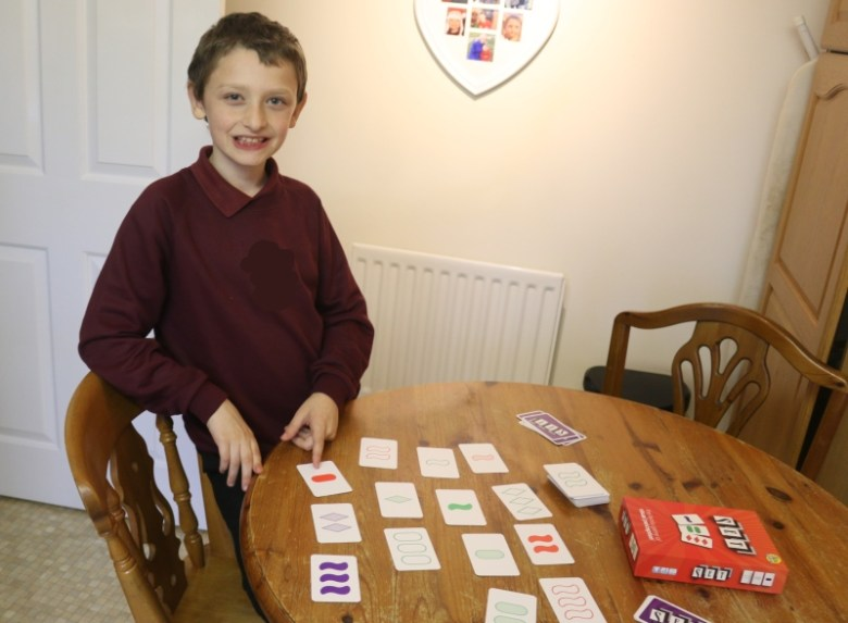 Getting to grips with the SET card game