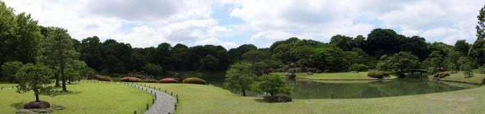 六義園 中の島の南からのパノラマ