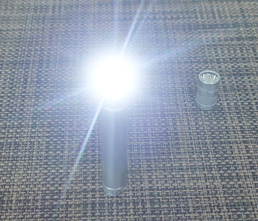 MAGLITE SOLITAIRE 本体LED ヘッドを外して点灯