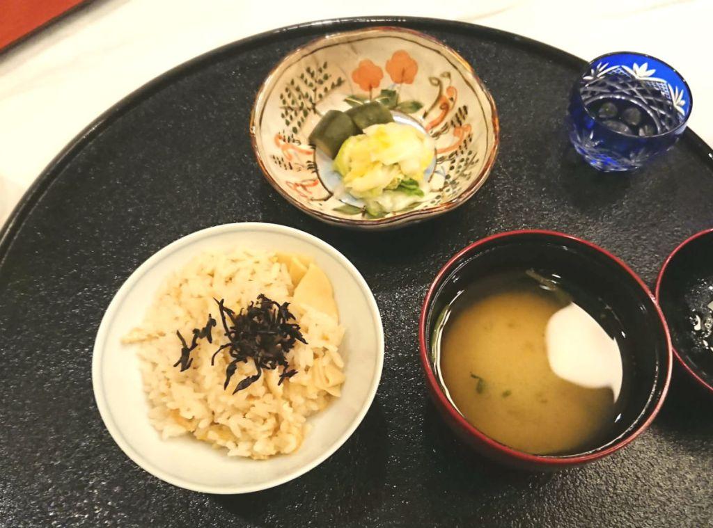 滝の家 夕食 ご飯お味噌汁