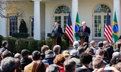 Jair Bolsonaro e Donald Trump discursam a imprensa