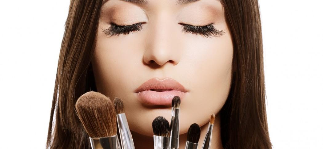 Washing-Makeup-Brushes-1728x800_c