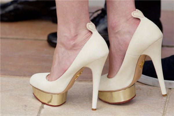 Kirsten_Dunst_in_Charlotte_Olympia_shoes