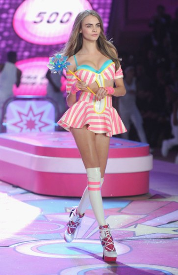 Cara+Delevingne+2012+Victoria+Secret+Fashion+RfaSdhGJh2Yl