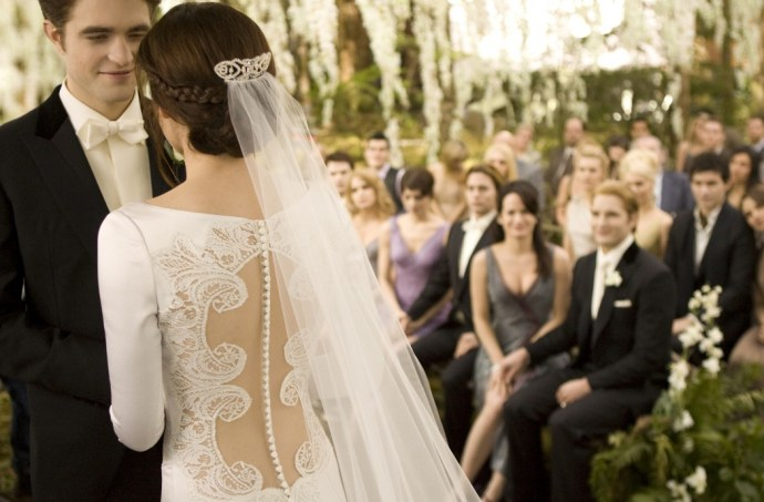 Twilight-Breaking-Dawn-Wedding-Dress-Kristen-Stewart-8