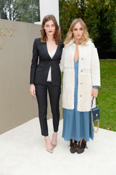 LONDON, ENGLAND - SEPTEMBER 21:  Amber Anderson (L) and Suki Waterhouse arrive at Burberry Womenswear Spring/Summer 2016 show during London Fashion Week at Kensington Gardens on September 21, 2015 in London, England.  (Photo by David M. Benett/Dave Benett/Getty Images for Burberry) *** Local Caption *** Amber Anderson;Suki Waterhouse