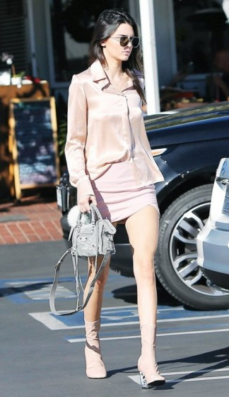 smart-ways-celebs-instantly-up-their-style-game-1729590-1460496063.640x0c