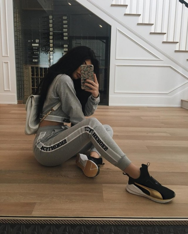 kylie-jenner-affordable-outfit-2