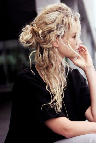 10-stunning-hairstyles-you-can-do-in-less-than-30-seconds-1520921-600x0c