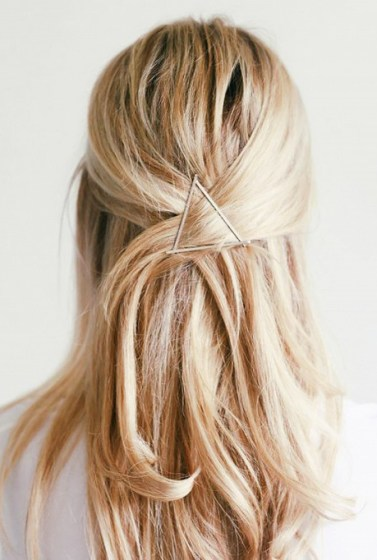 10-stunning-hairstyles-you-can-do-in-less-than-30-seconds-1520922-600x0c