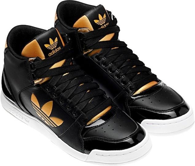 adidas Originals 11月份Basketball系列女生MIDIRU COURT 2.0 TREFOIL W黑金色高筒籃球鞋,售價NT$3,090