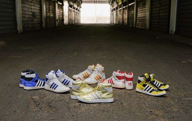 adidas Originals 11月份Basketball鞋履主推經典復刻80年代的籃球鞋款PRO CONFERENCE HI, 除了復古的藍白、紅白配色外,此次更推出麂皮拼接的亮眼藍色與黃色