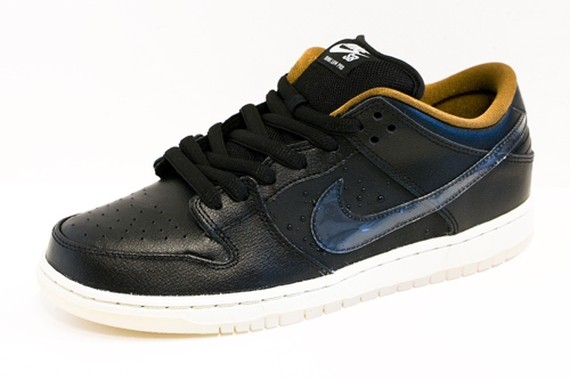 nike-sb-dunk-low-black-rain-1