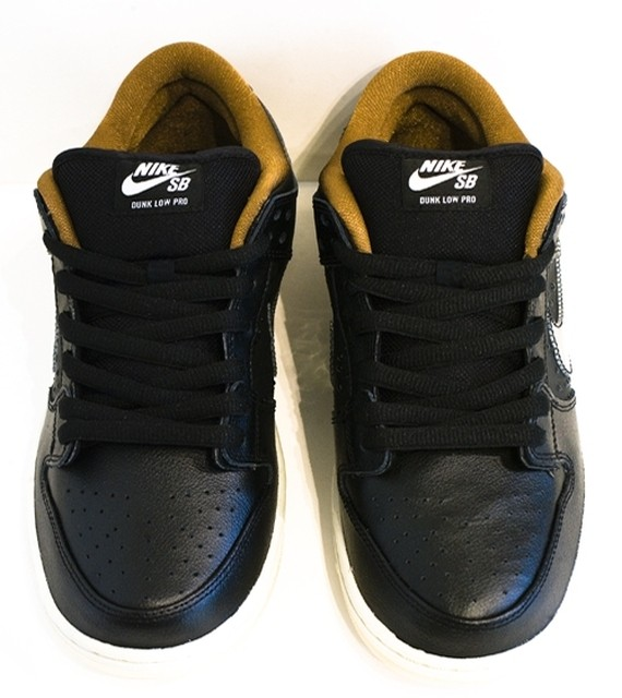 nike-sb-dunk-low-black-rain-3