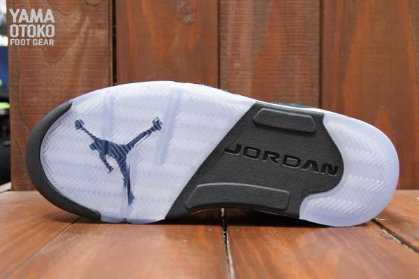 air-jordan-5-v-black-oreo-3
