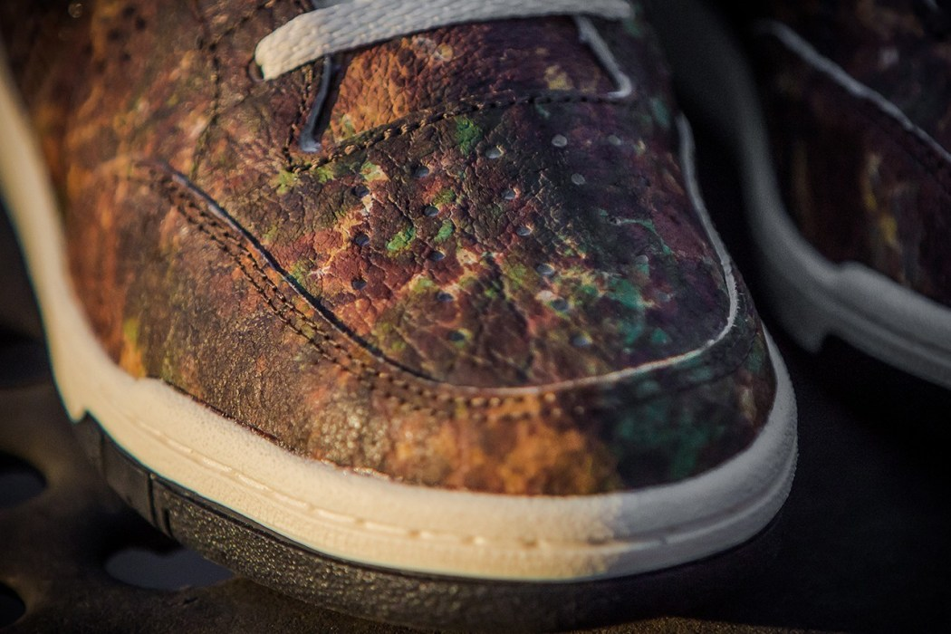 packer-shoes-x-saucony-2013-holiday-woodland-snake-hangtime-3