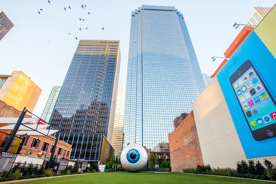 tony-tassell-eye-sculpture-the-joule-dallas-3