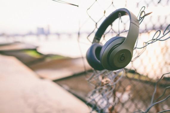 undefeated-beats-by-dre-studio-headphones-03-570x380