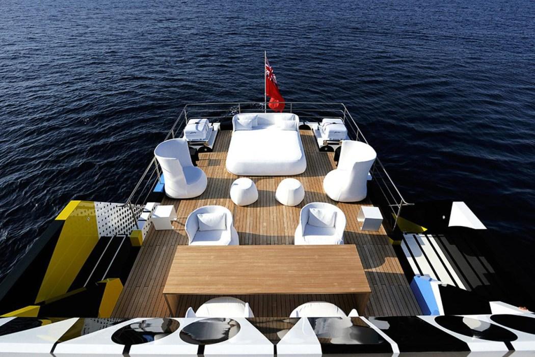 dakis-joannous-guilty-yacht-by-jeff-koons-and-ivana-porfiri-8