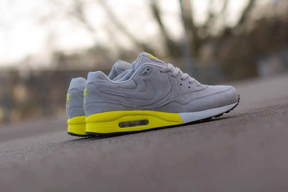 nike-air-max-light-premium-1