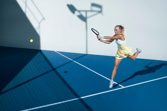 Barricade網球系列 滿版圖紋連身裙 $3,990_aSMC Barricade網球鞋 $4,290_皆1月上市