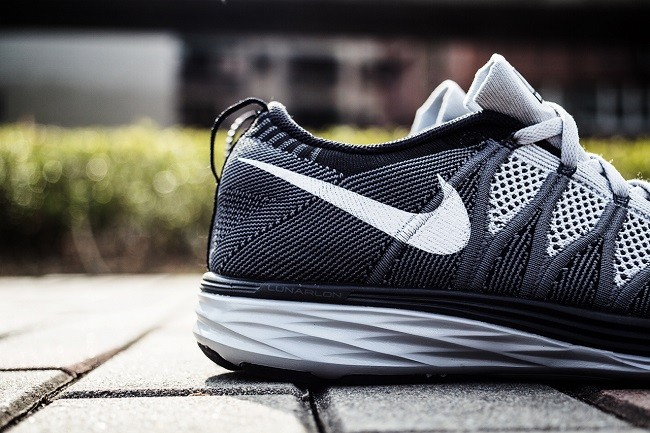 an-exclusive-look-at-the-nike-flyknit-lunar-2-wolf-grey-5