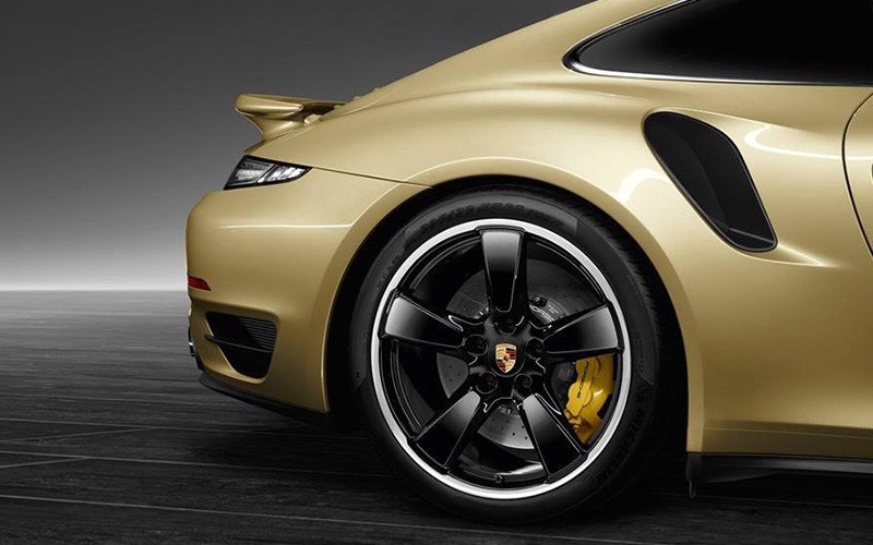 Porsche-911-Turbo-2014Lime-Gold_P2-