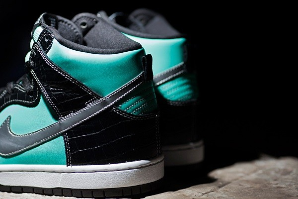 diamond-supply-co-x-nike-sb-dunk-high-tiffany-preview-3