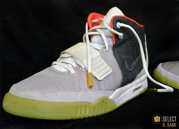 sn-select-nike-air-yeezy-2-sample-platinum-black-3