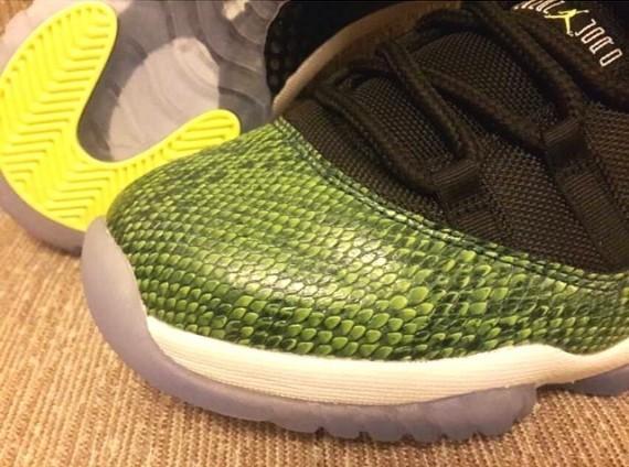 air-jordan-11-low-green-snake-4