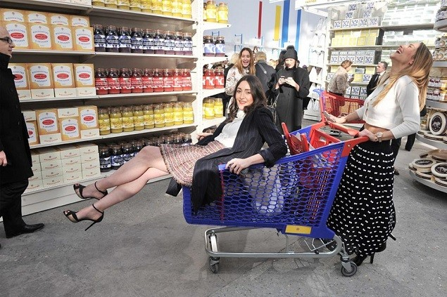 chanel-fall-winter-2014-grocery-store-runway-show-07