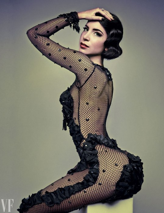 jen-selter-corset-photos.sw_.5.jen-selter-butt-seltering-ss01