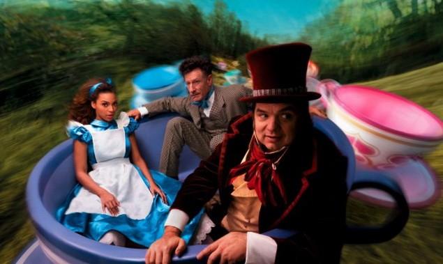 Alice-in-Wonderland-Beyonce-Oliver-Platt-Lyle-Lovett-550x328