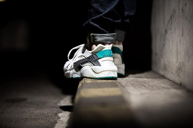 nike-air-huarache-white-turbo-green-5-960x640