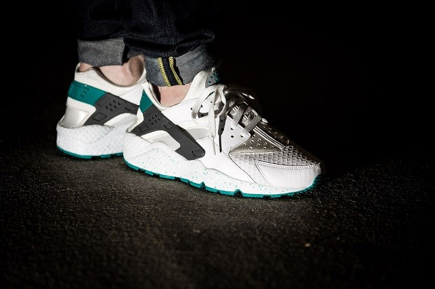 nike-air-huarache-white-turbo-green-4-960x640