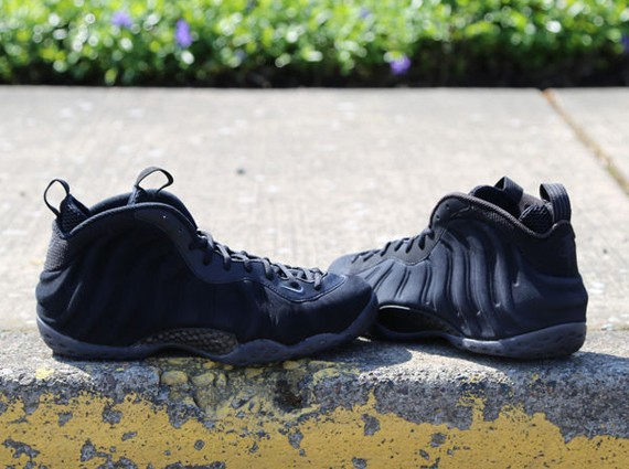 nike-foamposite-one-black-suede-1