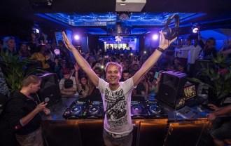 【新聞照1】飛利浦與世界級電音DJ阿曼‧凡‧布倫聯手打造DJ表演必備專業抗噪耳機A5-PRO