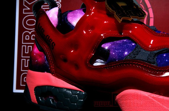 reebok-insta-pump-fury-gundam-packaging-10-570x374